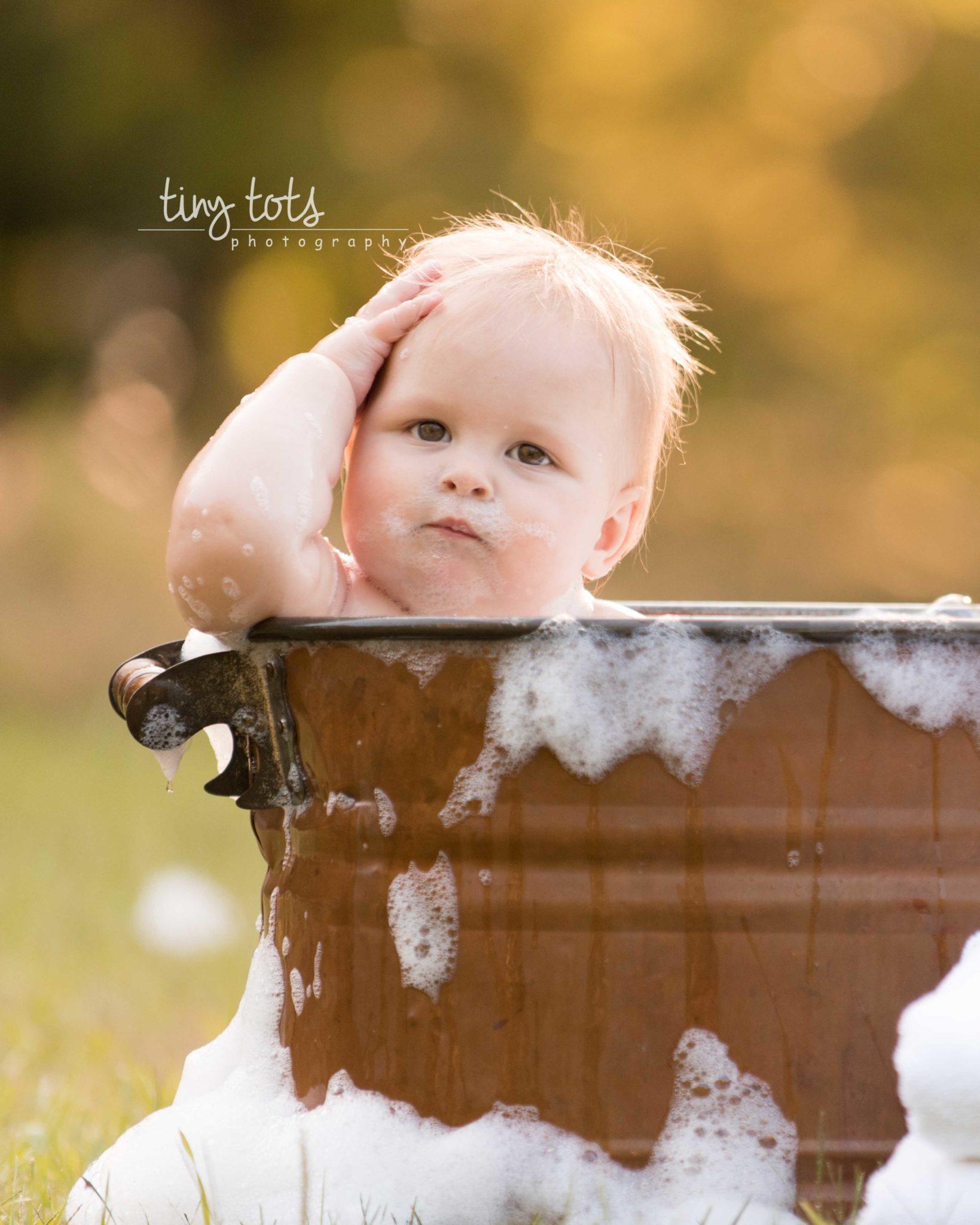 Outdoor Bubble Bath Photo Session | Tiny Tots PhotographyTiny Tots ...